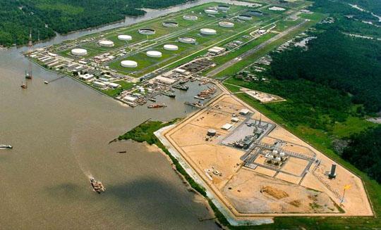 Impianto dell Chevron nella zona del delta del Niger