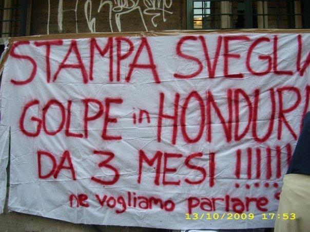 Manifestazione sotto l'ambasciata dell' Honduras in Italia