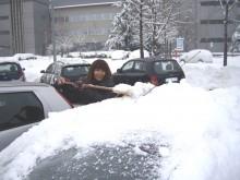Aygo sommersa dalla neve