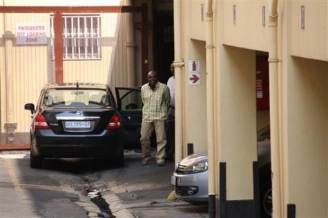 Henry Okah nel retro del tribunale di Johanessburg- AP photo/Tawanda Mudimu