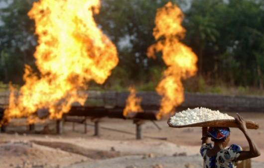 Oleodotto  e gas flaring nel Delta del Niger
