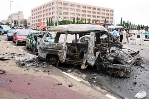 Una delle auto esplose